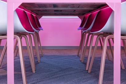 Rosa interiør med Drivved